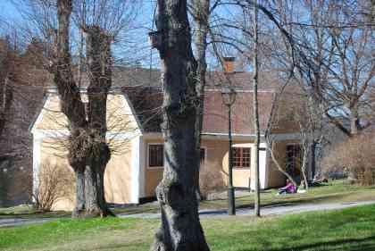 Bild av flygeln vid Görvälns slott där NaturInfo finns