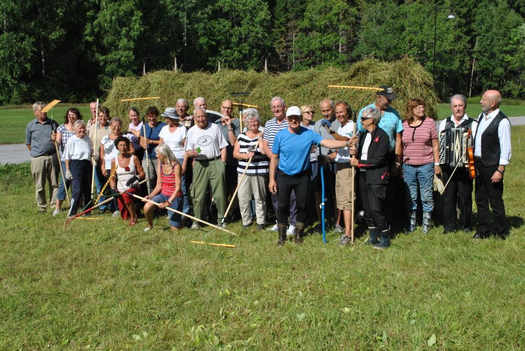 Hässjan färdig och nöjda deltagare (Foto Kennet Andersson)