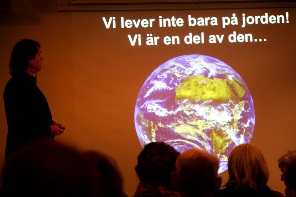 Pär Holmgren med sitt budskap (Foto Mir Grebäck von Melen)