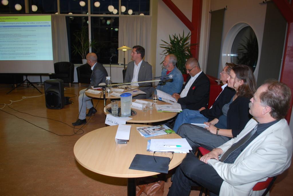 Politikerdebatt med Claes Thunblad (S), Mikael Jämtsved (Mp), Frans van Don (V), Aphram Melki (C), Lars Bergstif (Fp), Cecilia Löfgreen (M), Lennart Nilsson (KD)